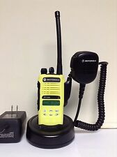 MOTOROLA HT1250 VHF 136-174MHz 128ch radio AAH25KDF9AA5AN w/ Bat Ant Charger Mic