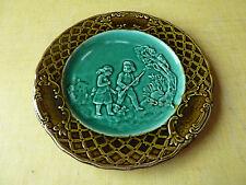 Ancienne assiette en barbotine de Longchamp, chasse art populaire french antique