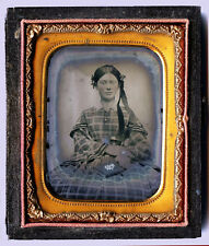 CIVIL WAR ERA 1/9 PLATE AMBROTYPE PORTRAIT OF A BEAUTIFUL YOUNG WOMAN WITH BOOK