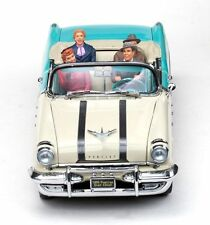 1955 Pontiac I Love Lucy with 4 figures Fred Ethel Lucy Ricky 1:18 SunStar 5055