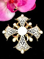 CROWN TRIFARI GOLD-TONE MILK GLASS CABOCHON ENAMEL FILAGREE MALTESE CROSS BROOCH