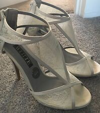 BNIB Vera Wang White Lace Wedding Shoes Size 5