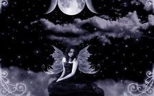 Lámina-Angel sentado en las nubes en frente de la Luna (foto impresión de arte)