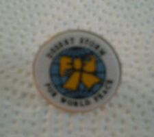 DESERT STORM FOR WORLD PEACE HAT TACK PIN BLUE CENTER YELOW RIBBION