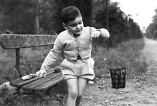 Photo ancienne vintage enfant child garçon little boy voiture car miniature 1950