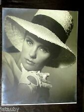 Vintage LARGE PHOTO BEAUTIFUL YOUNG WOMAN SEXY POSE PINUP MODEL Hat circa 1964