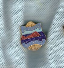 TERRIGAL   BOWLING CLUB  LAPEL BADGE, SKILLION THEME