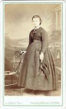 Format cdv : A.Perlat ; Une jeune femme au parapluie en pose , vers 1875