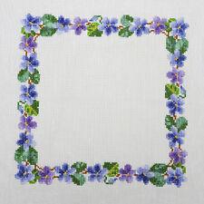 Patrón de bordado de punto de Cruz. jardín violetas.