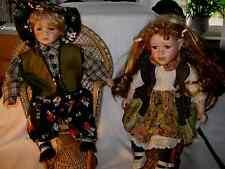 Puppen Paar auf Korbsessel   -  H ca. 40 cm