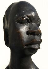 Büste einer Afrikanerin. Holz geschnitzt. Höhe 24,5 cm.