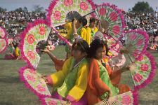 493056 Bambine Ballo con ventilatori al Festival paekche in Corea A4 FOTO STAMPA