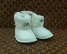 ❄❄❄Carter's Just One You White Baby Girls Boots, size 3-6 mos.❄❄❄