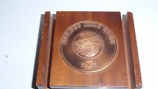 VINTAGE UNITED AIRLINES 100,000 MILE CLUB WOODEN PAPERWEIGHT EUC