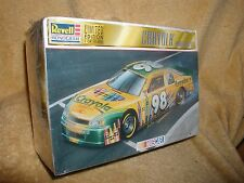 Revell-MONOGRAM - CRAYOLA - 1998 Monte Carlo - 1/25  Model Kit