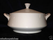 MIKASA JAPAN SOPHISTICATE ROUND COVERED CASSEROLE 1.75 QUARTS ALL WHITE