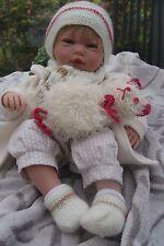 Bébé reborn petit Tom en écru et beige