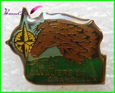 Pin's Cavaliers du GRANDVAUX Cheval Horse Marron boussole #A1