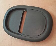 AUDI A2 2000 - 2005 LUGGAGE BOOT TIE DOWN COVER PLAT GREY 8Z0867109 8Z0 867 109