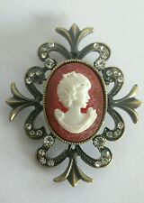 Vintage resin cameo brooch