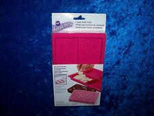 WILTON VALENTINE MESSAGE SILICONE CANDY BARK MOLD MAKES 4 BARS AT A TIME NEW!!!!
