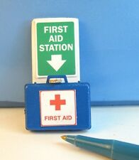 Miniature Wall Display First Aid unit with Removable Case :Dollhouse G341-LB355