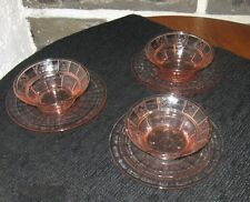 Small bowls with under plates like optic block little flowers on bowls