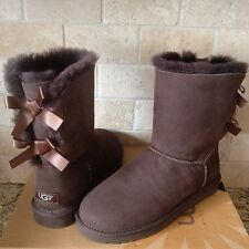 UGG SHORT BAILEY BOW BOOTS CHOCOLATE SUEDE / SHEEPSKIN US 7 WOMENS 1002954