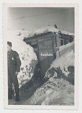 Foto Winter im Osten bei Leningrad Soldat vor Bunker (X477)