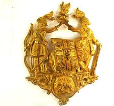 ANTIQUE GILT BRASS BRONZE ARMORIAL COAT OF ARMS CRESTED PLAQUE