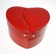 Beauty Case CUORE HEART in Ecopelle con Accessori by Camomilla colore ROSSO