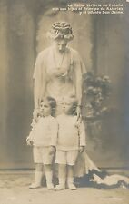POSTCARD    ROYALTY    SPAIN       Queen  Victoria  with  Children
