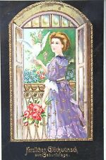 16240 Kitsch AK Geburtstagswünsche Frau auf Balkon, goldfarben umrandet um 1915