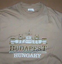 BUDAPEST / HUNGARY / TRAVEL TOURIST EUROPE OLD CITY  TOWN / BEIGE T-SHIRT SIZE L