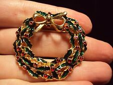green Christmas wreath with red holly berries + gold tone tied bow pin brooch
