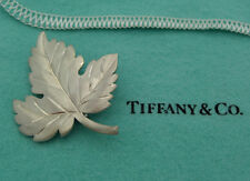 TIFFANY Co 925 STERLING SILVER BRUSHED MAPLE LEAF RETIRED LAPEL PIN BROOCH TP-09
