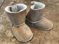 babyGap Infant Baby Boy Girl Unisex Sherpa Booties Boots Moccasins 3-6 months