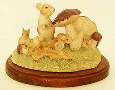 BORDER FINE ARTS 'Family Life' WW16 Field Mouse PLINTH 1986 Chiltern Collection