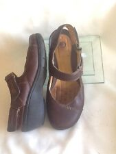 Clarks UnStructured 7W Mary Janes  Brown Leather Velcroe Closure