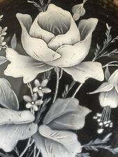 BONBONNIERE en verre noir à décor émaillé de Fleurs blanches MARY GREGORY XIX