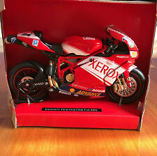 NewRay 1:12 Scale Die-Cast DUCATI TESTASTRETIA 999 Collection Motorcycle Model
