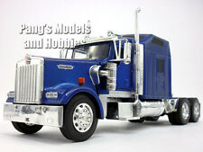 Kenworth W900 1/32 Scale Diecast Metal and Plastic Model by NewRay - BLUE