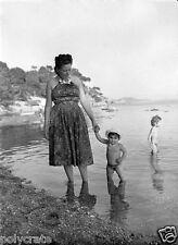 Photo Art Artiste anonyme Déco NB - Portrait famille bord de mer Côte d'Azur