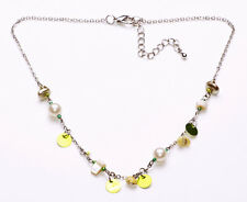 SHORT SILVER METAL NECKLACE WITH LIME SEQUINS & PEARLY BEADS, ADJUSTS 6CM(ZX47)