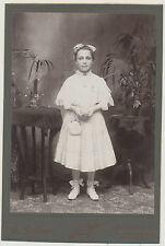 CAB - New York / junges Mädchen im schönen Kleid  (Z522)