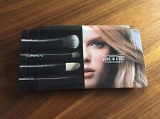 Brand sentirsi REGALO MAC Look in un riquadro: Advanced Brush Kit Make Up Set 4pc