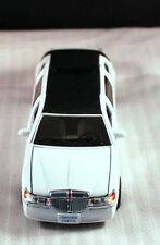 """Fun! New 7"""" Die Cast & Plastic Toy NYC  Lincoln Town Car Stretch Limo White"""