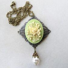 Victorian Cameo Collana in filigrana bronzo con cammeo verde e perla barocca