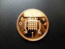 1990 PROOF ONE PENNY PIECE HOUSED IN A NEW CAPSULE, 1990 PROOF 1P COIN CAPSULED.