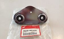 Supporto - BRACKET, LEFT MAIN STEP  - Honda VT750C NOS: 50620-MBA-610